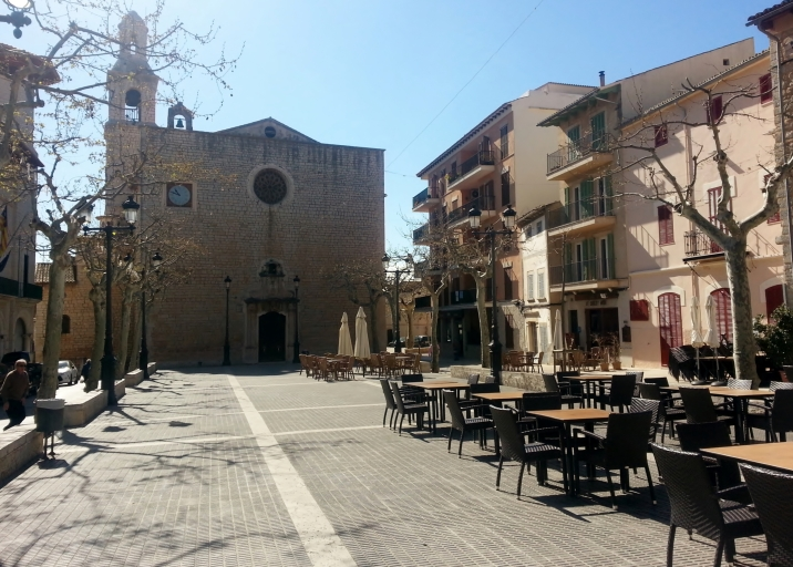 Lovely square in Alaró